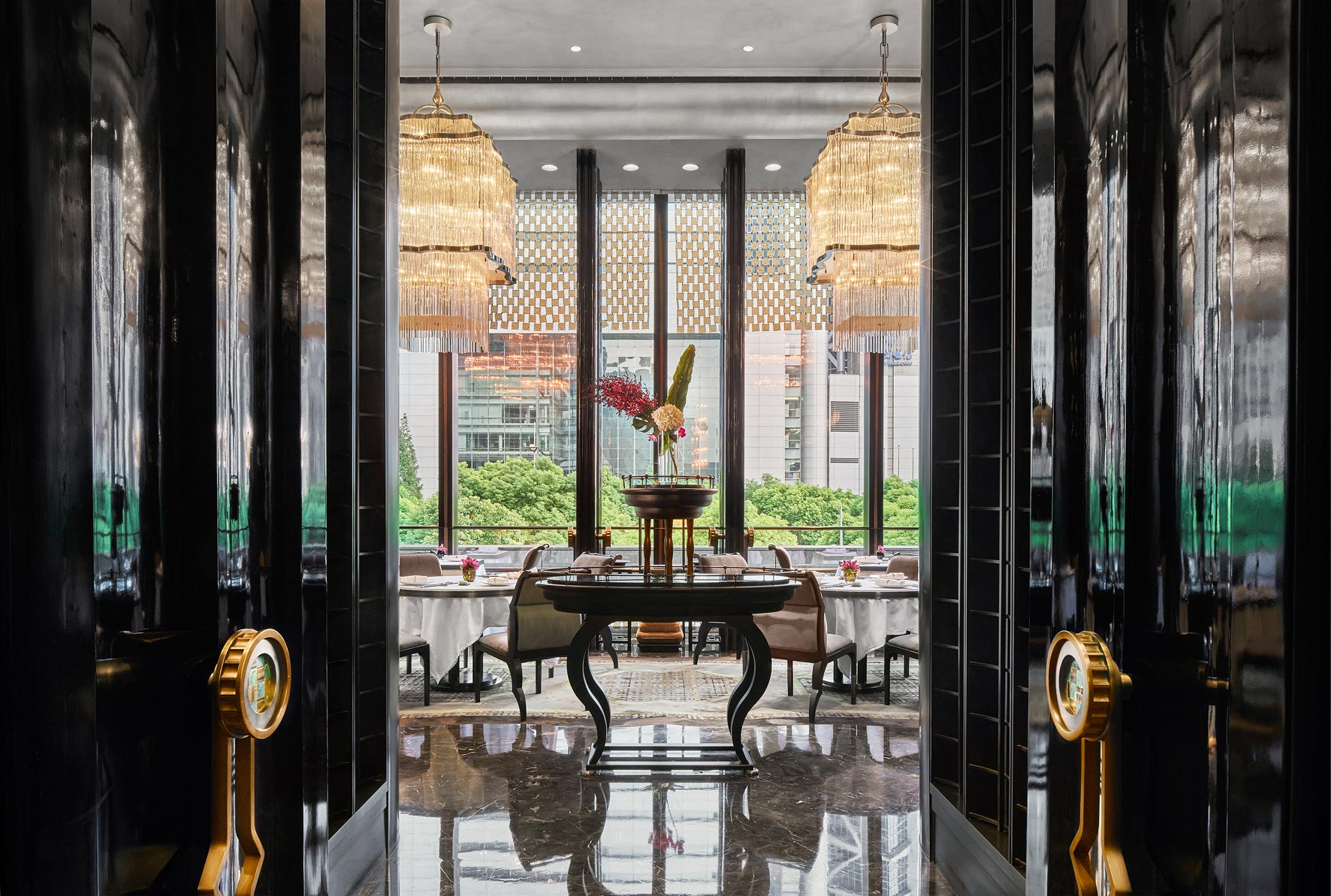 Four Seasons Pudong, Shanghai, China.  Architecture, hotel, interior photographer Singapore, China, Thailand, Malaysia. © Owen Raggett.