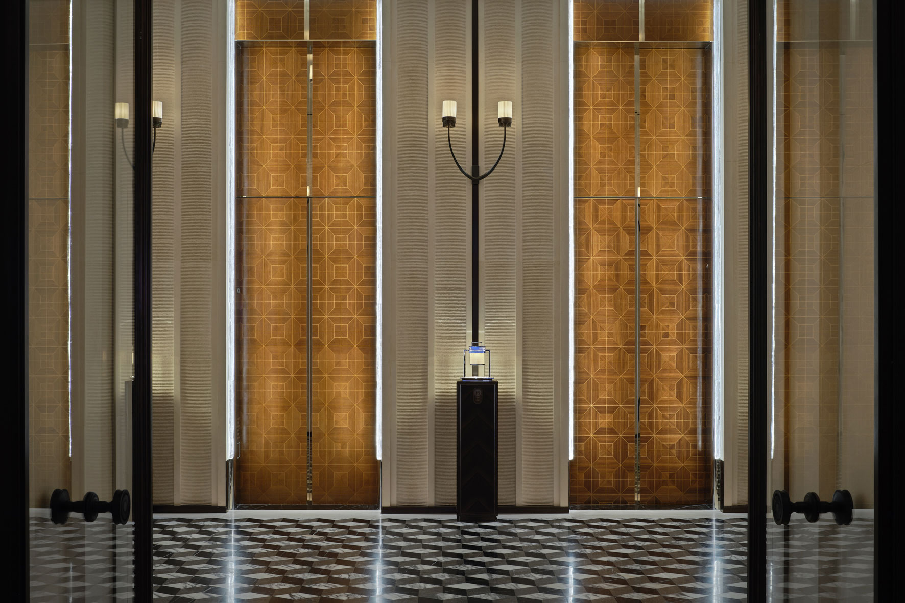Rosewood Hotel Hong Kong. Architectural photographer Asia.